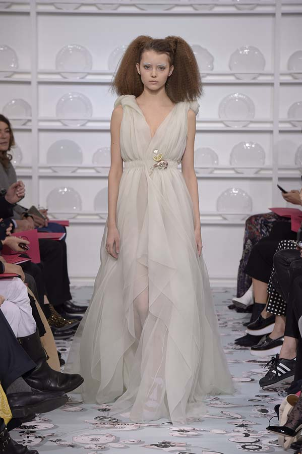 Schiaparelli-spring-summer-2016-couture-fashion-show-paris-week-39-off-white-dress