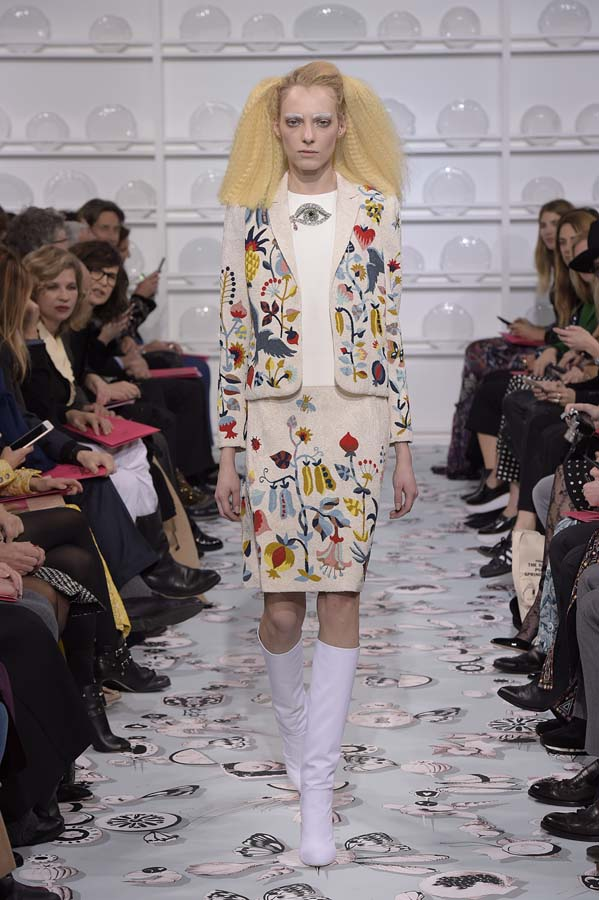 Schiaparelli-spring-summer-2016-couture-fashion-show-paris-week-5-hairstyle-vegetable-white-dinner-jacket