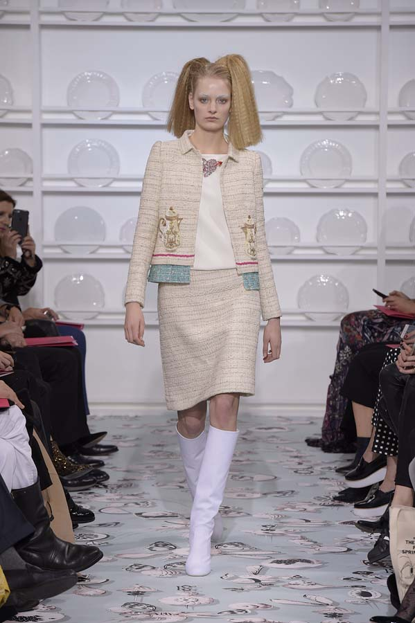 Schiaparelli-spring-summer-2016-couture-fashion-show-paris-week-7-beige-skirt-suit