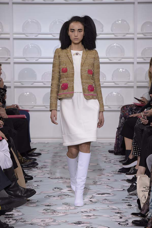 Schiaparelli-spring-summer-2016-couture-fashion-show-paris-week-9-brown-white-dress