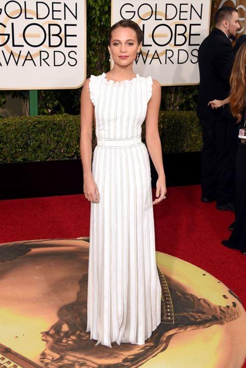 alicia-vikander-white-gown-louis-vuitton-golden-globe-awards-2016-celebrity-red-carpet-dresses