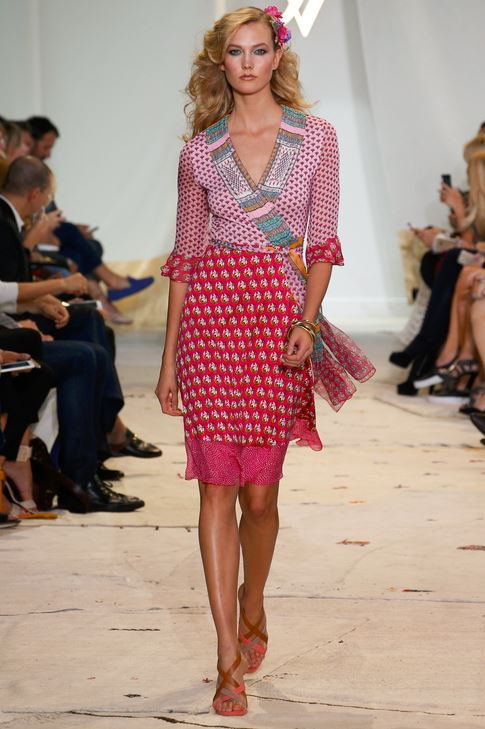 best-top-latest-looks-new-york-fashion-week-spring-summer-2016-rtw-outfits-diane-von-furstenberg-karlie-kloss-pink-skirt-blouse-outfit