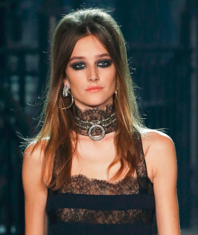 best-top-pre-fall-2016-looks-dresses-chanel-lace-jewelry-choker