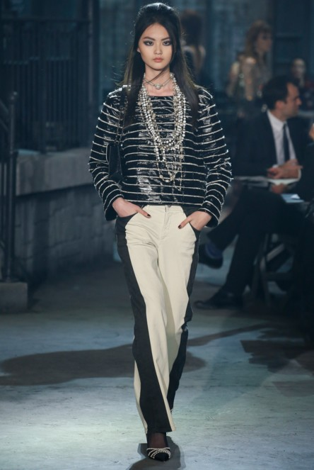 chanel-pre-fall-2016-fashion-show-look-black-white-pants-stacked-necklace