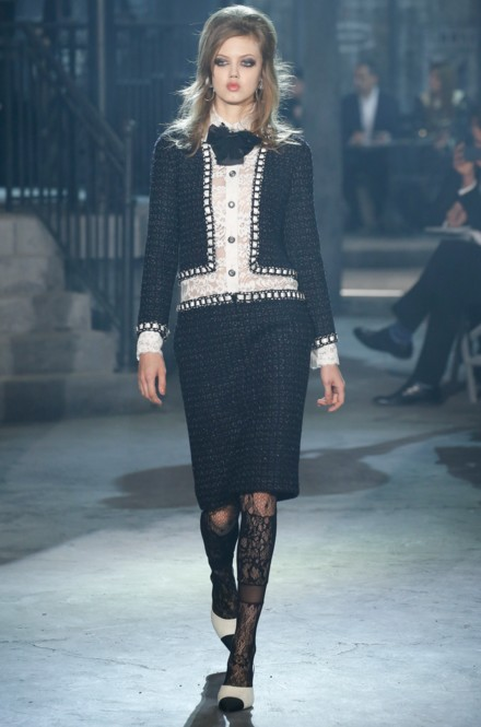 chanel-pre-fall-2016-fashion-show-look-navy-blue-pencil-skirt-jacket-white-top-laced-stockings