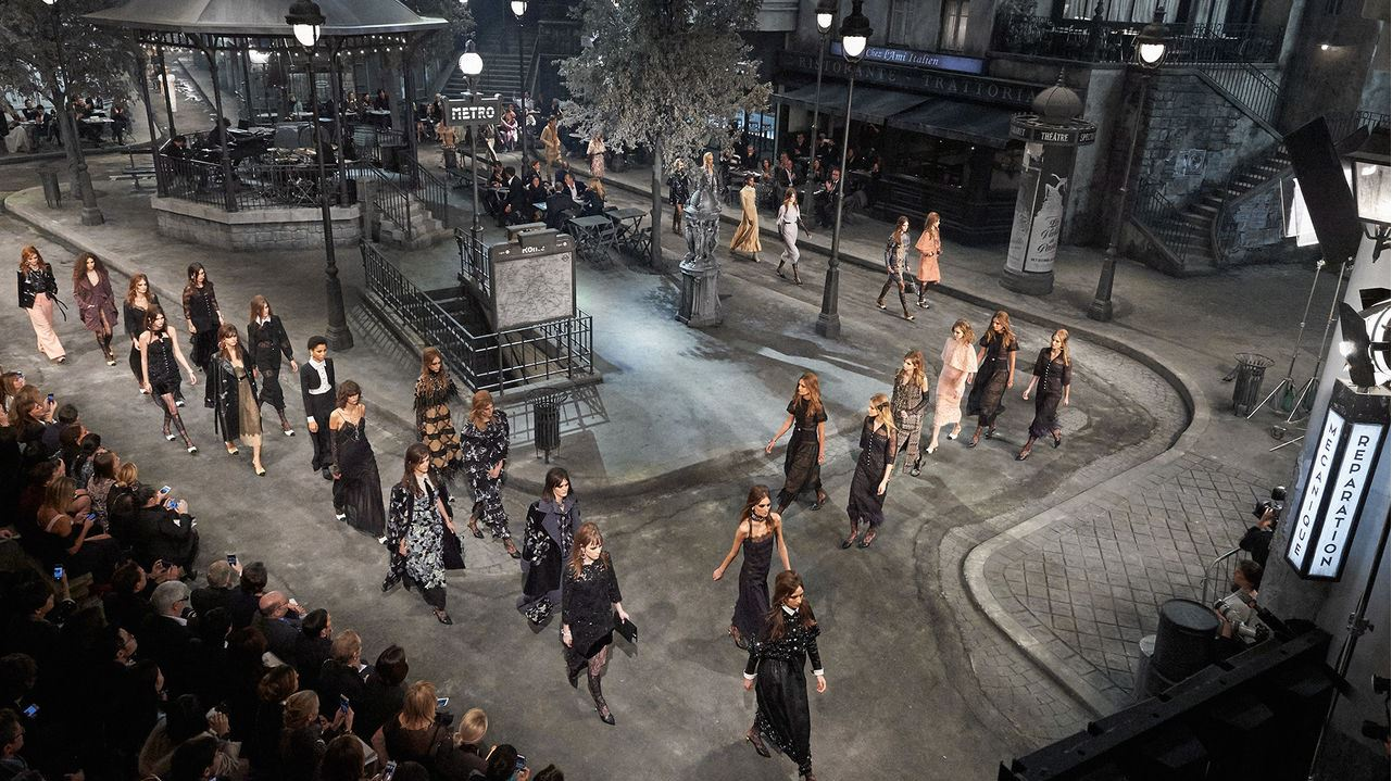 chanel-pre-fall-2016-fashion-show-paris-in-rome-runway-set-stage
