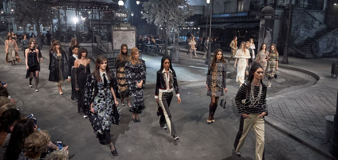 chanel-pre-fall-2016-fashion-show-paris-in-rome-runway-set-stage-models-outfits-dresses