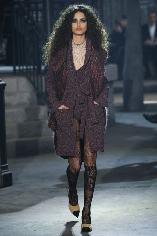 chanel-pre-fall-2016-looks-dresses-lace-tights-coat-jacket-jewelry-necklace