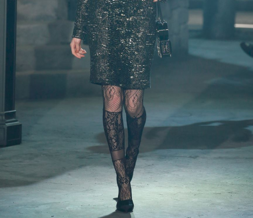 chanel-pre-fall-2016-paris-in-rome-black-lace-tights-pantyhose-pattern-sequin-skirt