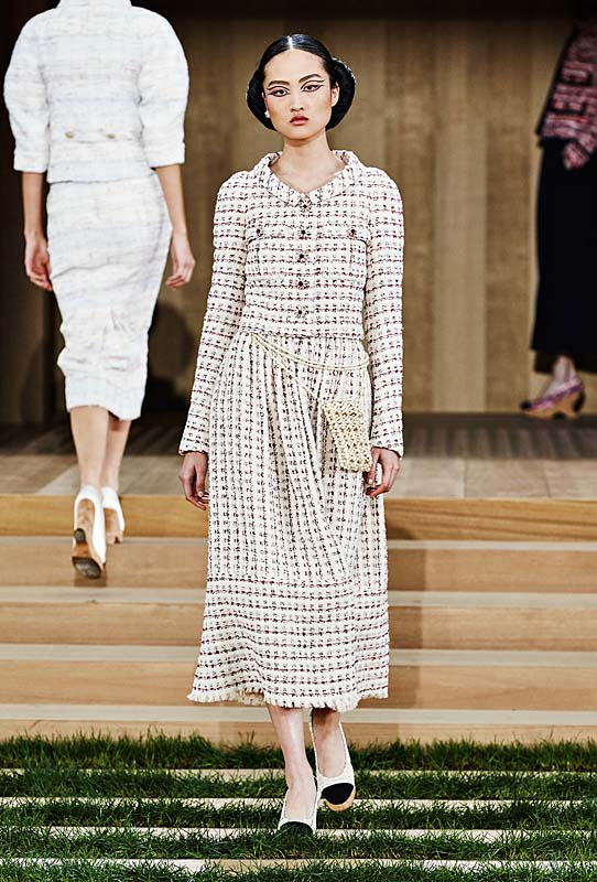 chanel-spring-summer-2016-couture-outfit-12-grey-white-dress-collar-shoes