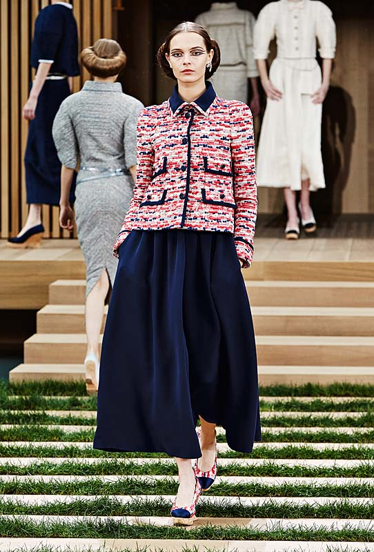 chanel-spring-summer-2016-couture-outfit-13-blue-flared-skirt-pink-tweed-top