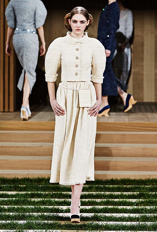 chanel-spring-summer-2016-couture-outfit-14-off-white-eggshell-skirt-top-makeup