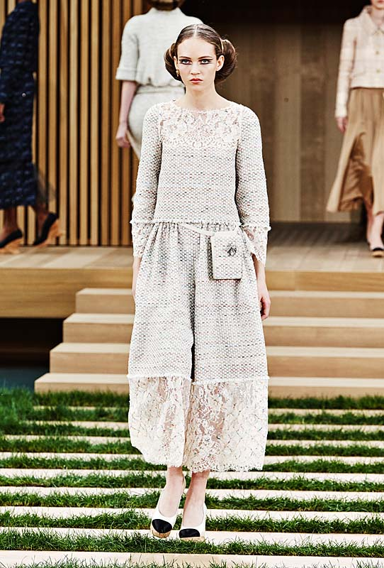 chanel-spring-summer-2016-couture-outfit-15-off-white-flared-crop-pants