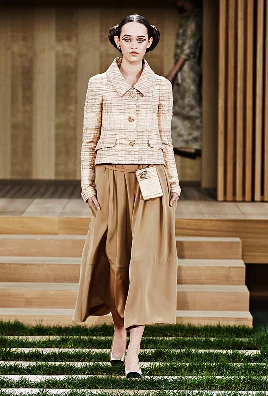 chanel-spring-summer-2016-couture-outfit-16-tweed-beige-top-brown-flared-pants