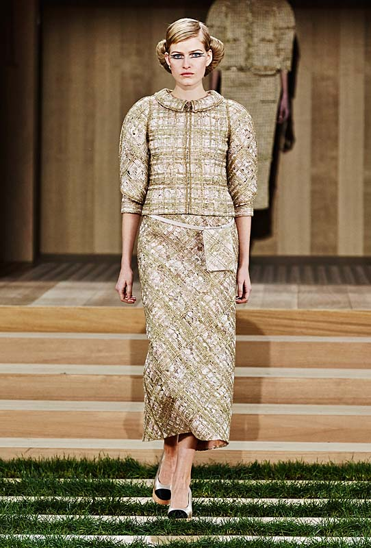 chanel-spring-summer-2016-couture-outfit-17-brown-skirt-suit