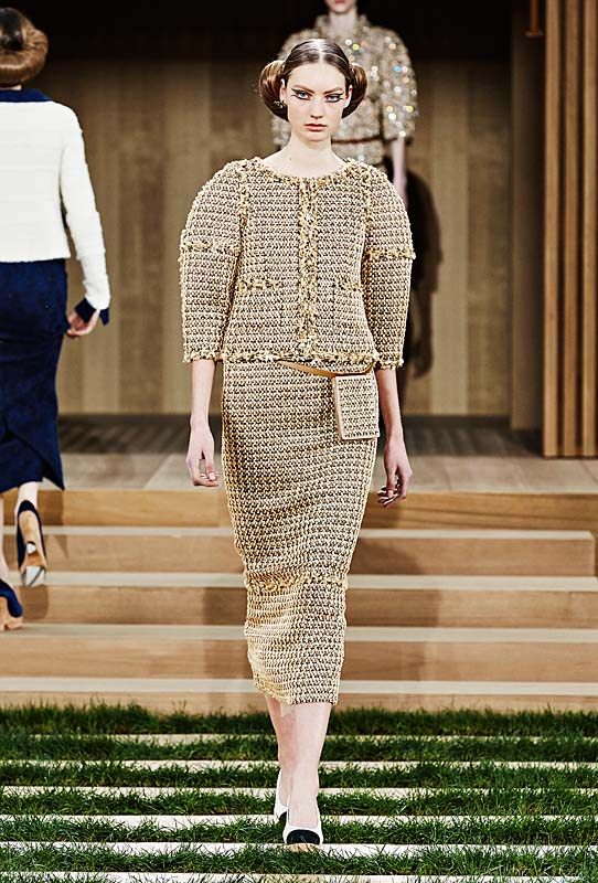 chanel-spring-summer-2016-couture-outfit-18-wood-brown-tweed-suit
