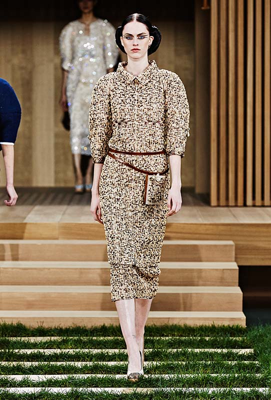 chanel-spring-summer-2016-couture-outfit-19-woody-brown-tweed-belt-dress