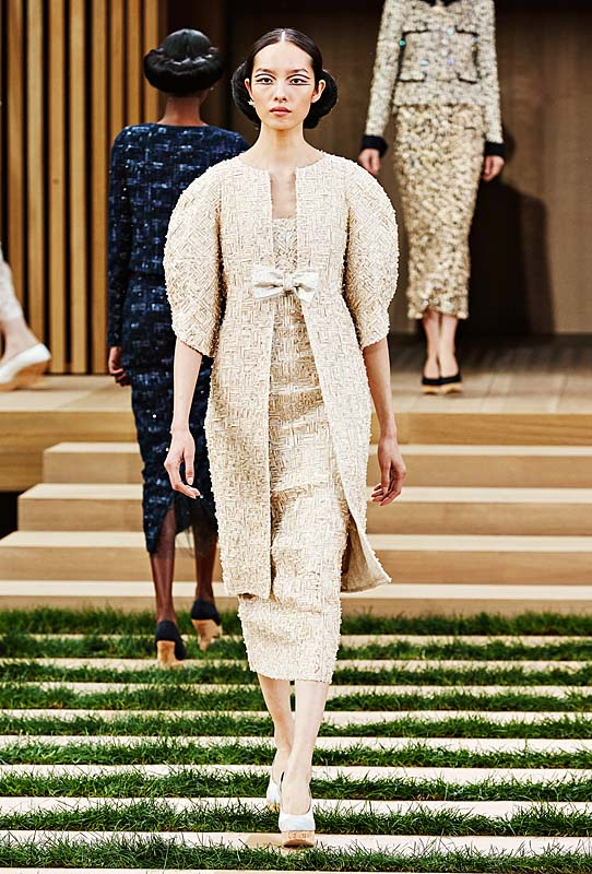 chanel-spring-summer-2016-couture-outfit-20-long-jacket-dress-beige-tweed