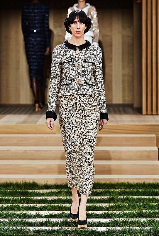 chanel-spring-summer-2016-couture-outfit-21-black-grey-collar-tweed-jacket-skirt