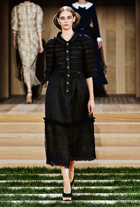 chanel-spring-summer-2016-couture-outfit-28-black-dress