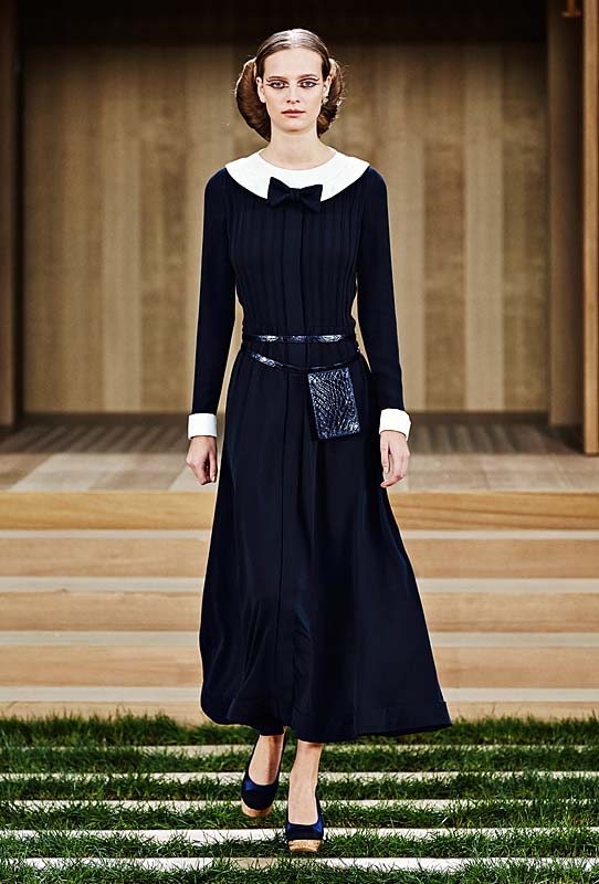 chanel-spring-summer-2016-couture-outfit-29-navy-dress