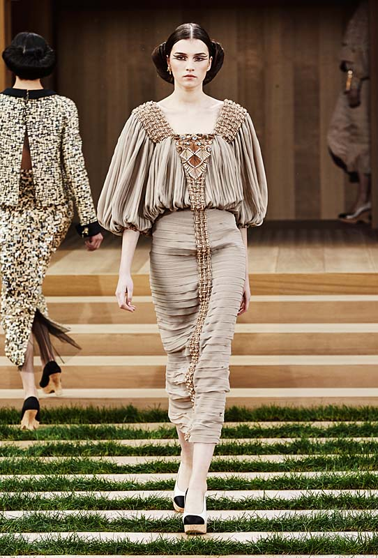chanel-spring-summer-2016-couture-outfit-33-light-brown-dress-pleated-layered