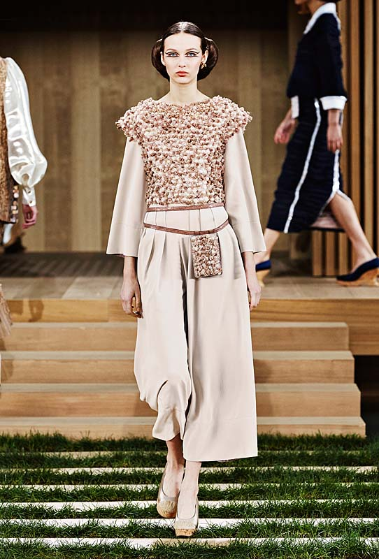 chanel-spring-summer-2016-couture-outfit-36-off-white-eggshell-dress