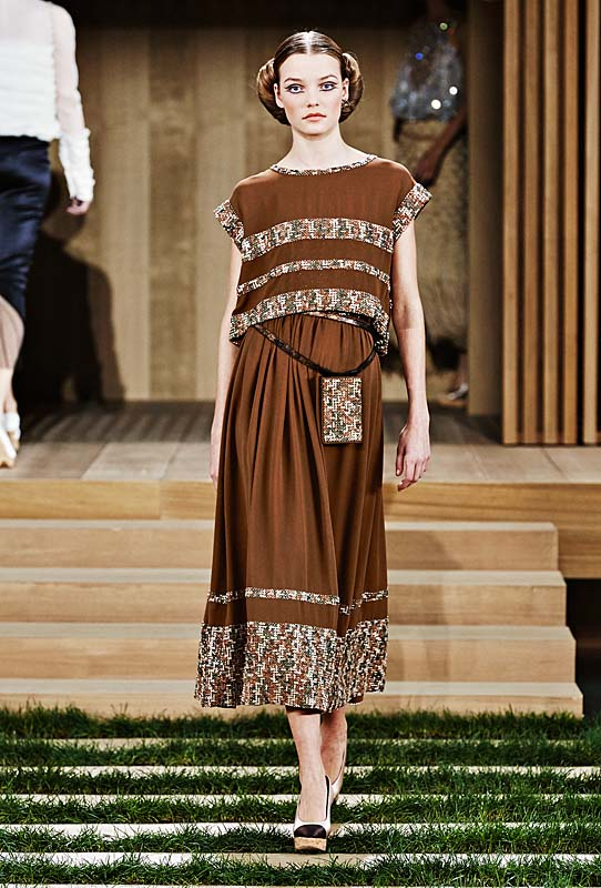 chanel-spring-summer-2016-couture-outfit-38-brown-dress