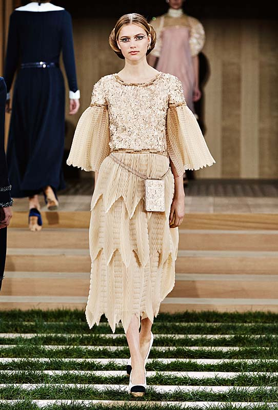 chanel-spring-summer-2016-couture-outfit-40-layered-skirt