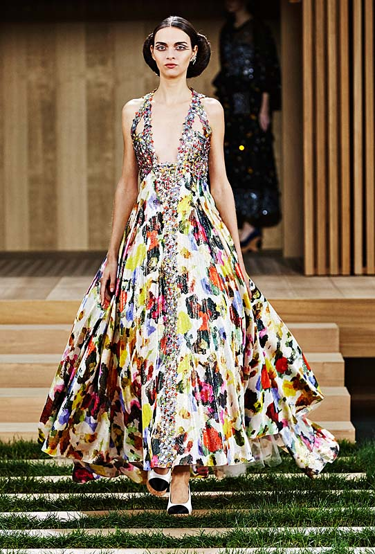 chanel-spring-summer-2016-couture-outfit-45-multi-color-dress-maxi-print