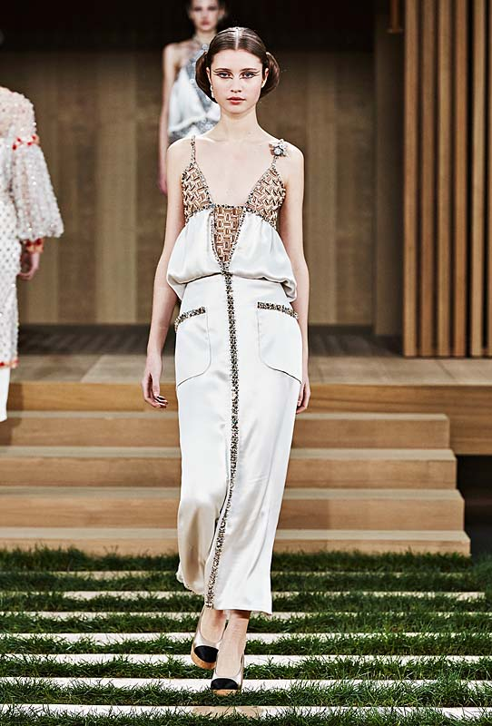 chanel-spring-summer-2016-couture-outfit-53-white-silk-dress-peplum