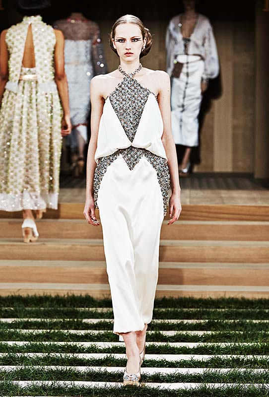 chanel-spring-summer-2016-couture-outfit-54-white-silver-sleeveless-dress