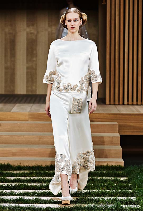 chanel-spring-summer-2016-couture-outfit-56-white-silvery-silk-dress-embroidery