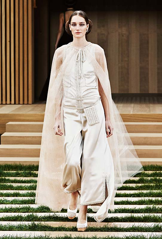chanel-spring-summer-2016-couture-outfit-57-off-white-tulle-cape-jumpsuit