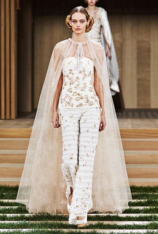 chanel-spring-summer-2016-couture-outfit-58-tulle-cape-embroidery-pants