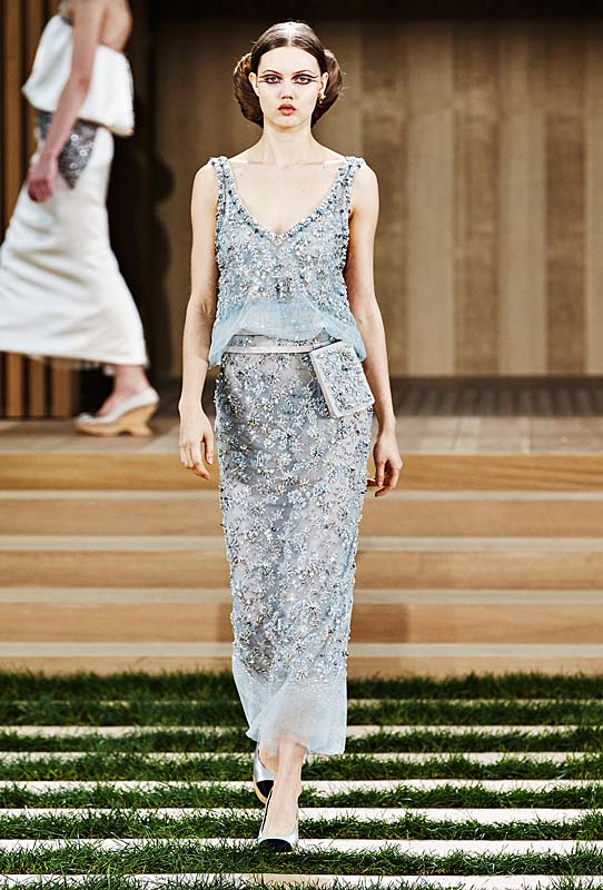 chanel-spring-summer-2016-couture-outfit-61-sky-blue-dress-sleeveless-hairstyle