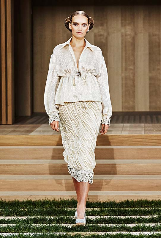 chanel-spring-summer-2016-couture-outfit-62-off-white-collar-top