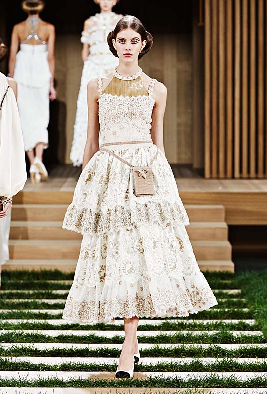 chanel-spring-summer-2016-couture-outfit-68-makeup