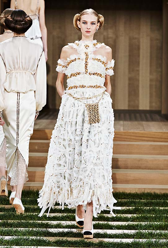 chanel-spring-summer-2016-couture-outfit-69