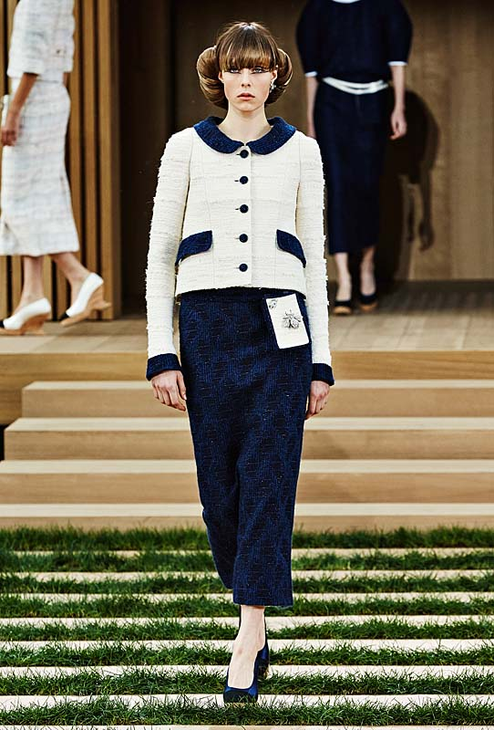 chanel-spring-summer-2016-couture-outfit-7-navy-skirt-white-top