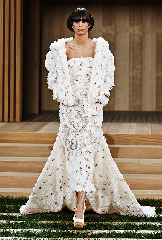 chanel-spring-summer-2016-couture-outfit-73-finale-dress-trail-white-gown
