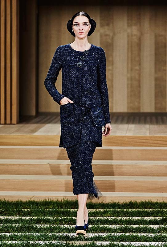 chanel-spring-summer-2016-couture-outfit-9-navy-dress-pocket