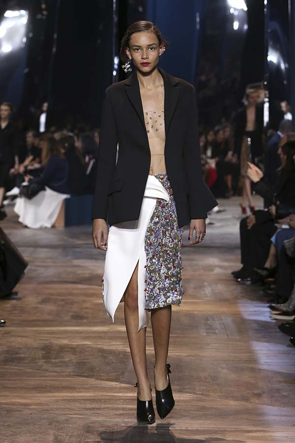 dior-spring-summer-2016-couture-outfit-12-pfw-black-jacket-skirt