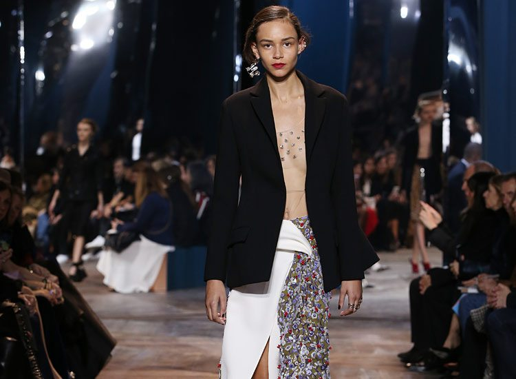 dior-spring-summer-2016-couture-outfit-2-fashion-show-nude-tulle-top-slit-skirt