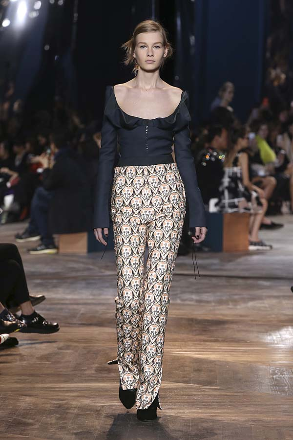 dior-spring-summer-2016-couture-outfit-20-navy-top-pants-
