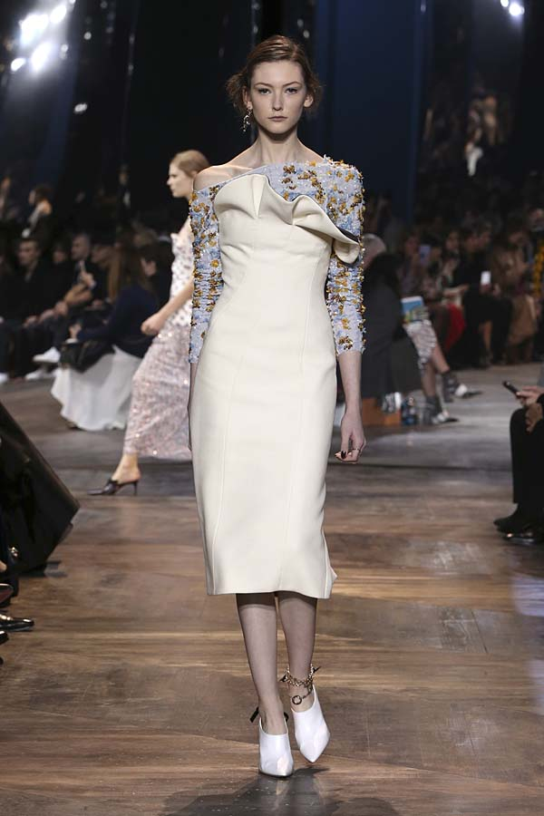 dior-spring-summer-2016-couture-outfit-22-white-pumps-dress-floral-sleeves