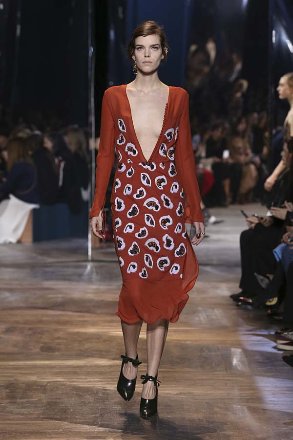 dior-spring-summer-2016-couture-outfit-36-brick-red-plunging-neck-dress