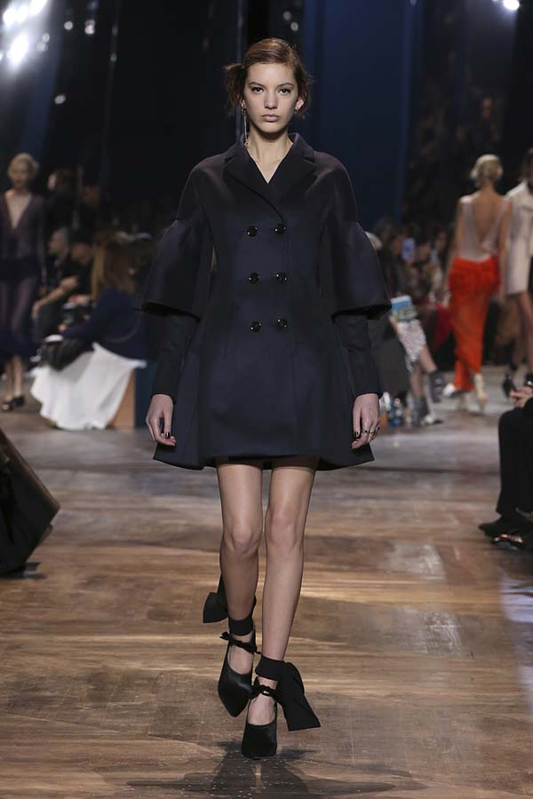 dior-spring-summer-2016-couture-outfit-45-navy-jacket-double-breasted