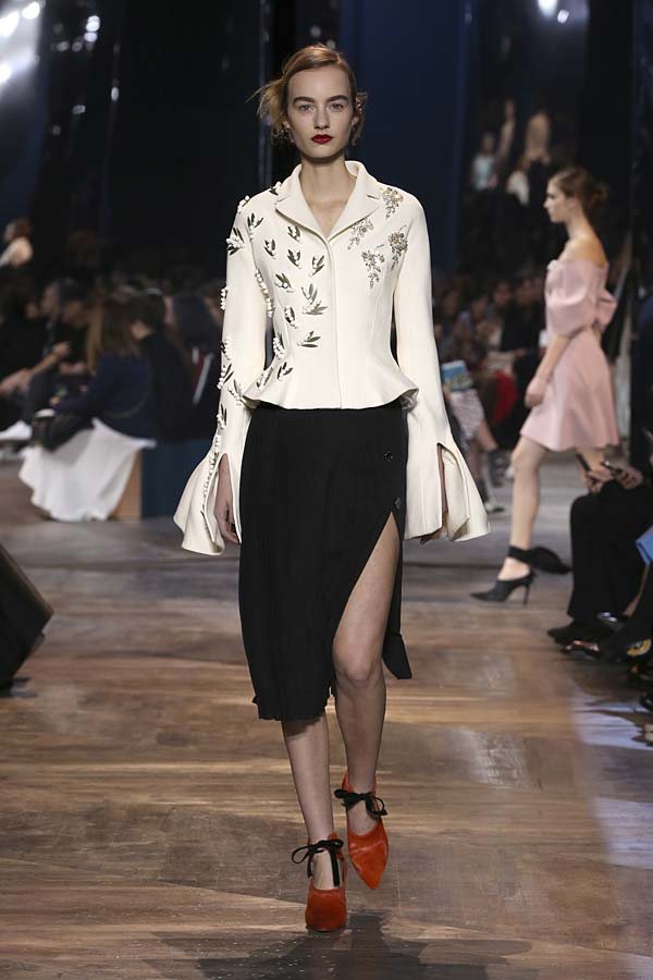 dior-spring-summer-2016-couture-outfit–47-white-peplum-top-black-slit-skirt