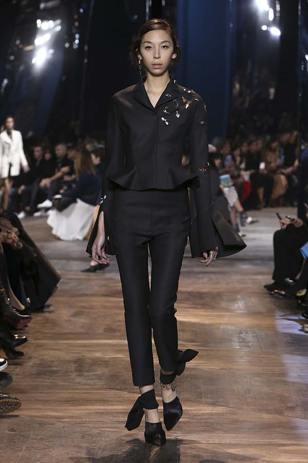 dior-spring-summer-2016-couture-outfit-48-black-peplum-suit